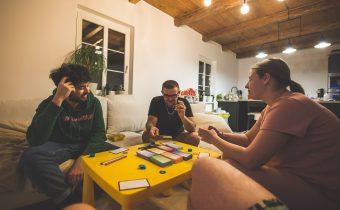 4 spoločenské hry, ktoré dokonale zabijú nudu v lockdowne